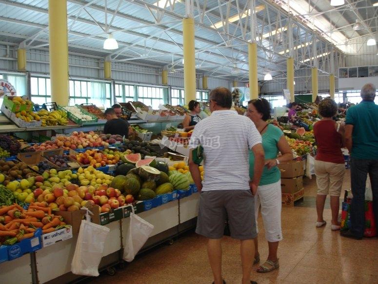 Mercadillo con productos canarios
