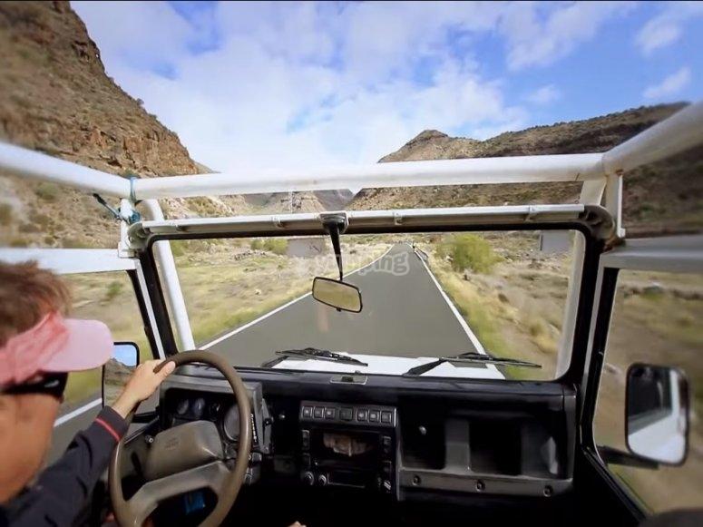 Dentro del jeep