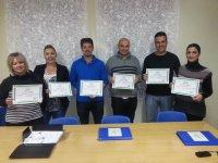 Con sus certificados de idiomas
