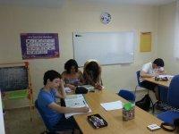 Estudiando en el aula