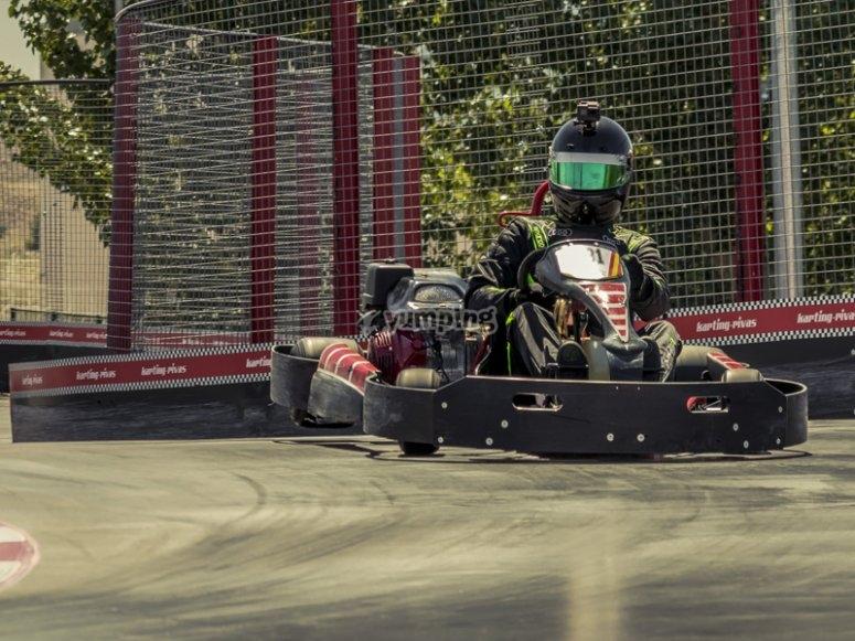 Disfrutando de una carrera de karting