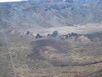 火山道路之间