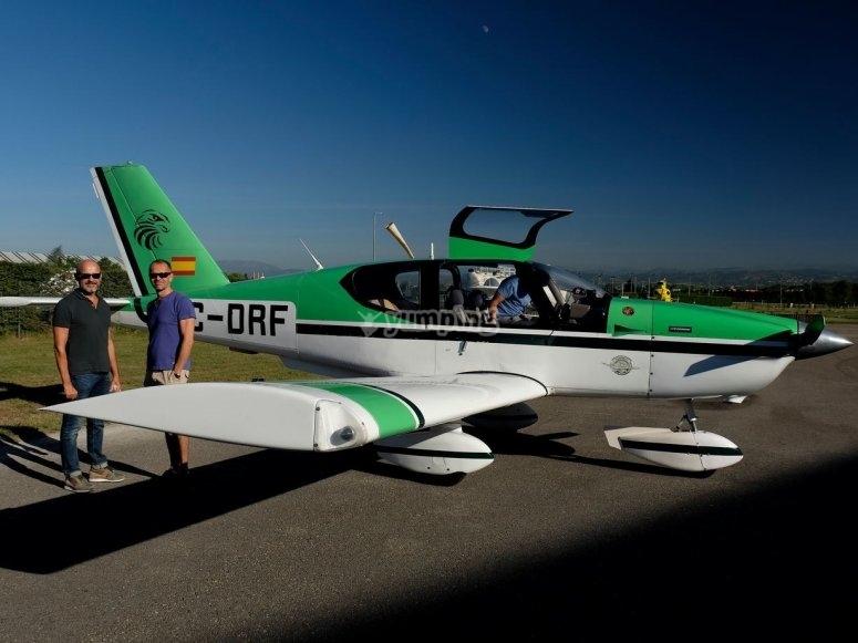 Avioneta preparada en pista