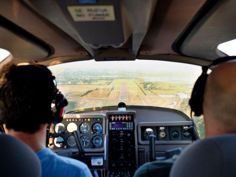 En la cabina de la avioneta