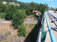 Antes de saltar del puente