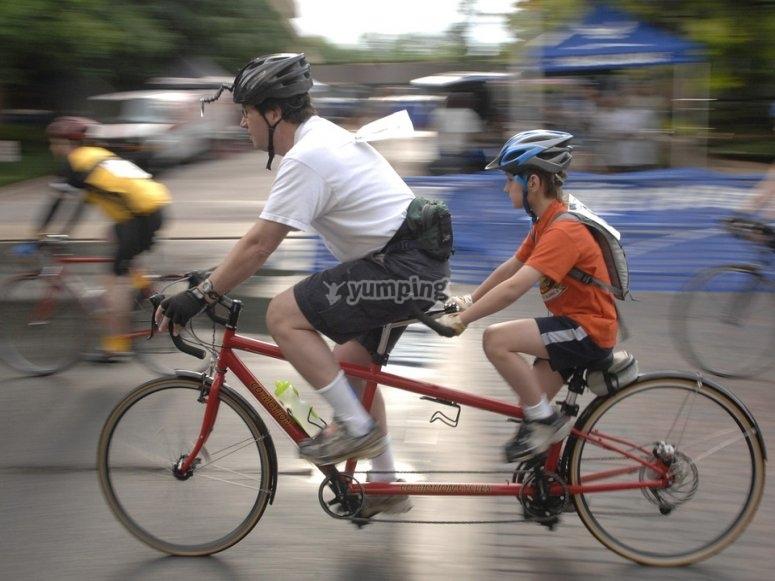 Bici con padre e hijo