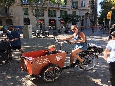 自行车出租与购物车在巴塞罗那
