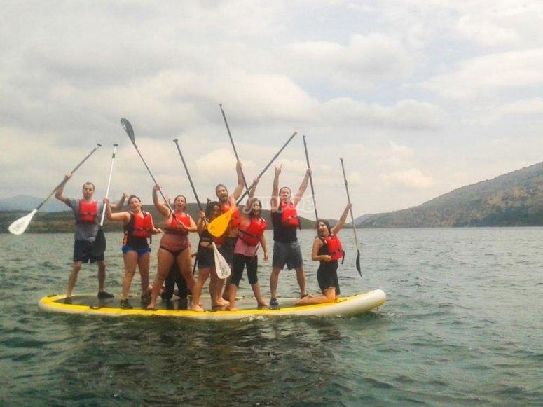 Team building con paddle surf gigante