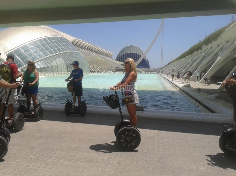 paseo por la Ciudad de las Artes de Valencia