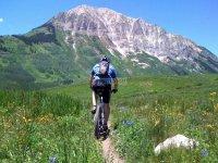 pedaleando hacia la montana