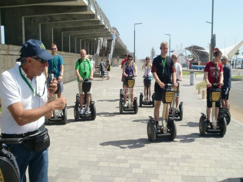 Tour guidato in segway in diverse lingue