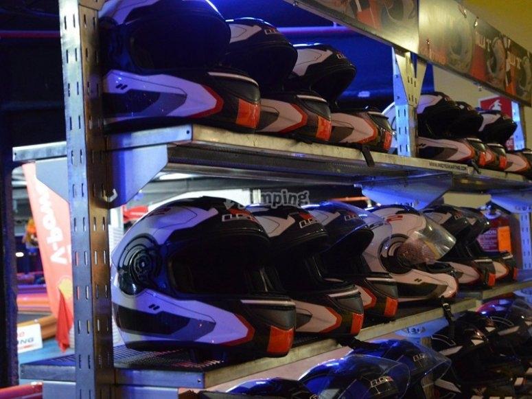 Cascos de nuestro karting indoor en Barcelona