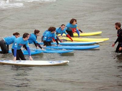 Castelldefels的冲浪课程为2小时