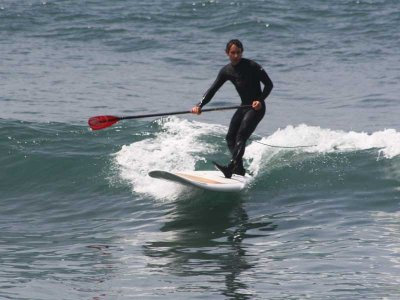 SUPboarding class in Castelldefels with waves