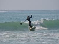 在锡切斯2小时的波浪划桨冲浪课程