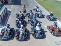 Con los karts en la salida del circuito