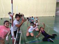 Alumnos practicando deporte