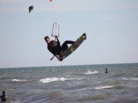 cogiendo olas kite
