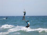 与海浪和风力风筝飞