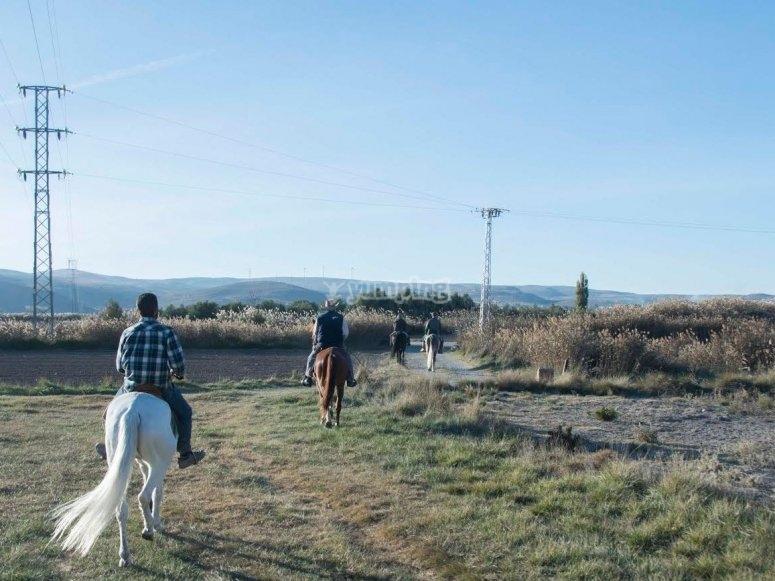 Saliendo a caballo hacia la serrania