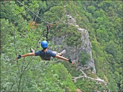 Zip line in discesa nelle Asturie