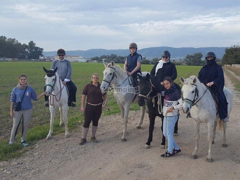 Grupo con caballos