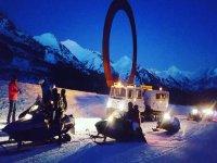 De noche en motos de nieve