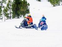 Paseando en motos de nieve
