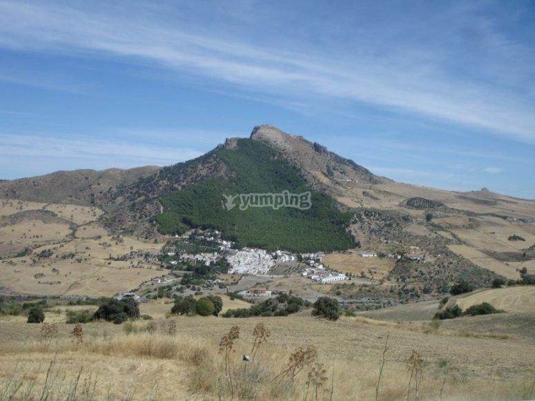 Lindos paisajes entre montañas