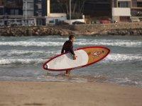 用冲浪板直入大海