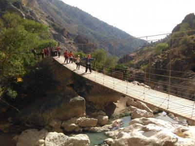 远足Velillos河峡谷在格拉纳达