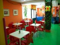 cafeteria en un parque infantil