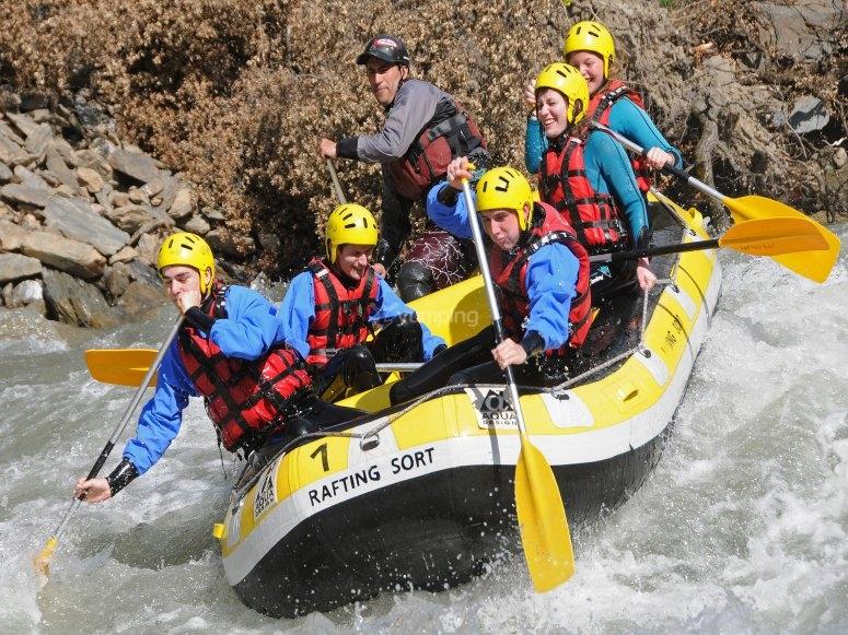 Grupo en rafting