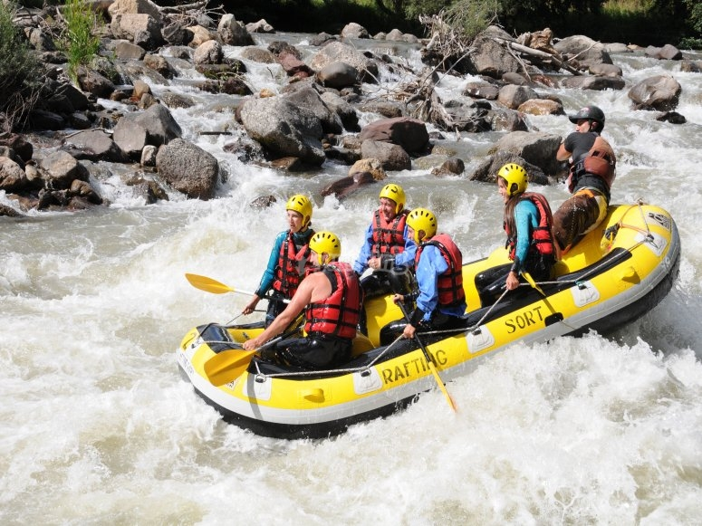 Descenso de aguas bravas en rafting