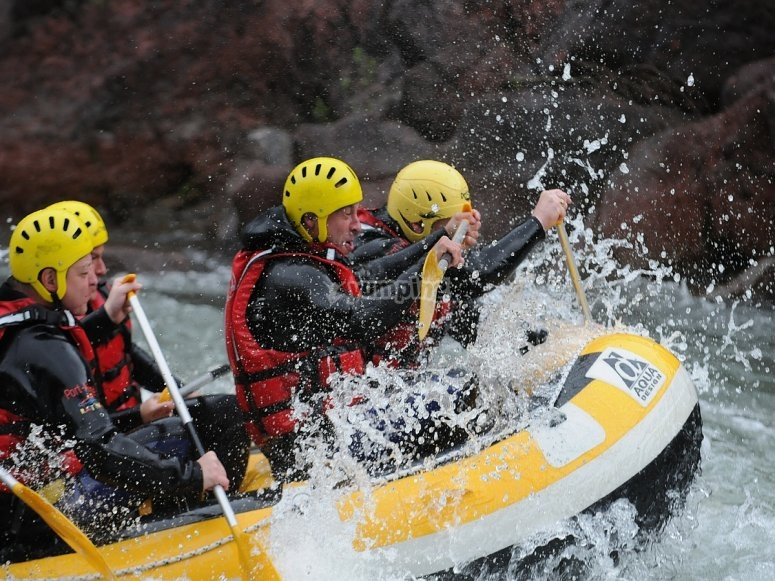 White water descent on the raft