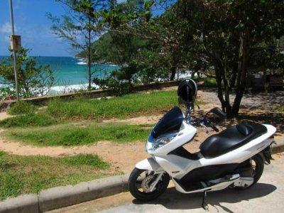 在贝尼多姆租一辆摩托车一天