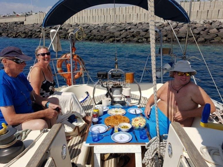 Aperitivos en el barco