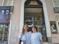 A las puertas del Museo de Cadiz