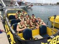 Nella barca veloce nel porto di Ibiza