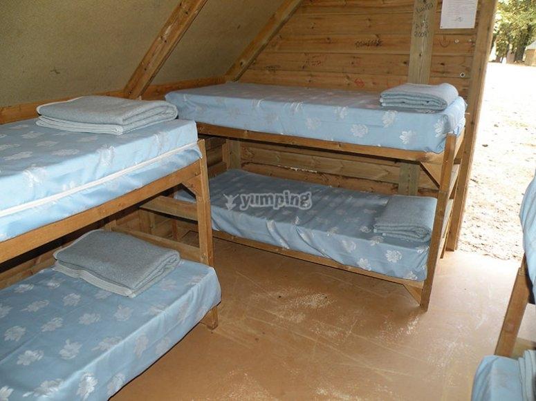 每个小木屋可容纳6张床