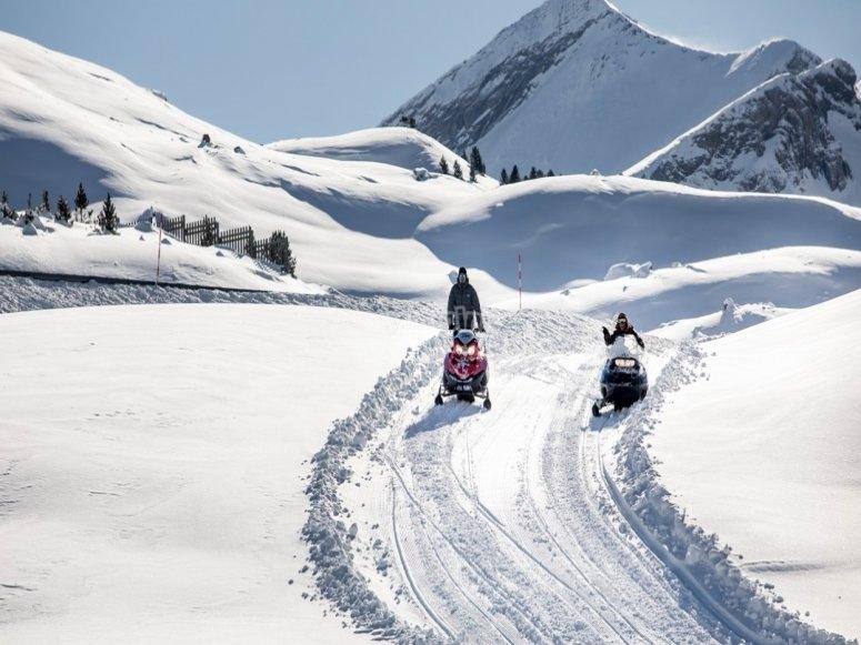 Disfrutando de la nevada con las motos