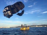 Barca con parapendio a Ibiza