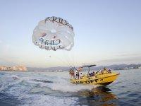 从标志滑伞船程组滑伞