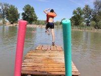 跳入水中用救生衣