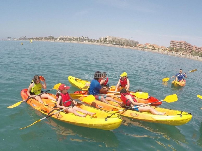 Kayaks en el mar