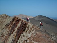 火山岩浆走在大自然
