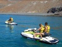 Siguiendo a los amigos en la moto de agua