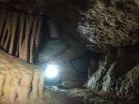 里面的探洞用灯笼