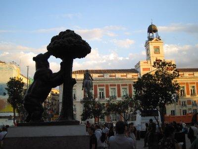 步行前往马德里市中心的残疾人士