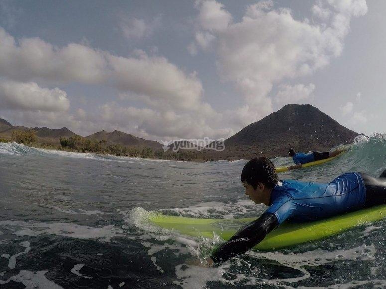 Hacer surf en playas de Almeria